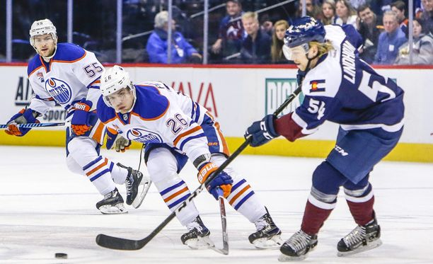 Iiro Pakarinen pelasi viime kaudella 14 NHL:n runkosarjan ottelua ja teki neljä (2+2) tehopistettä.