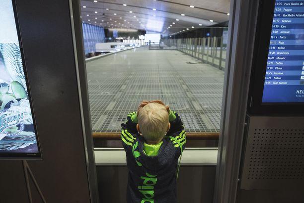 Lapselle jo Helsinki-Vantaan lentokenttä on kokemus.