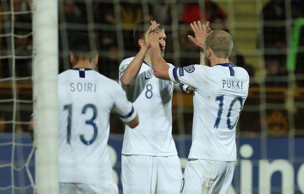 Teemu Pukki, Robin Lod ja maalintekijä itse juhlivat Pyry Soirin 2–0-maalia, joka syntyi Jerevanissa 78. minuutilla.