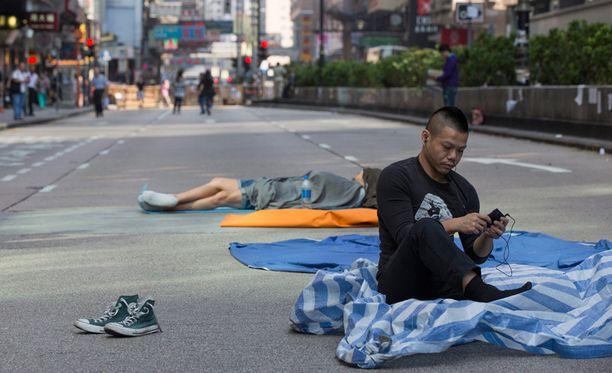Hongkongin mielenosoitukset lamauttivat osia kaupungista, mutta osallistujia on yhä vähemmän.
