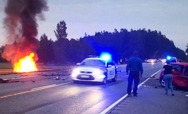 Hätäkeskus sai ilmoituksen Inkoossa tapahtuneesta liikenneonnettomuudesta kello kahdeksan jälkeen lauantai-iltana.