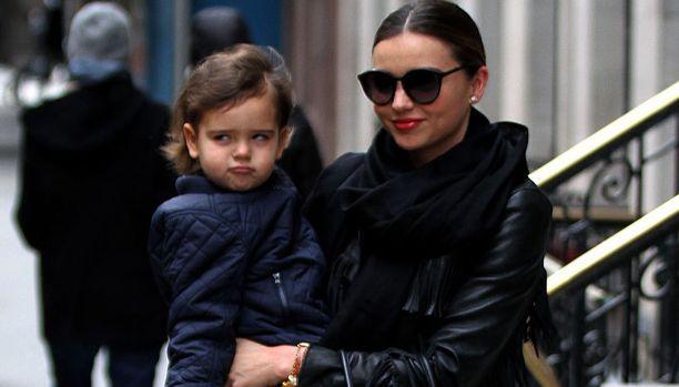 Miranda Kerr poikansa Flynnin kanssa uudenvuodenaattona New Yorkissa.