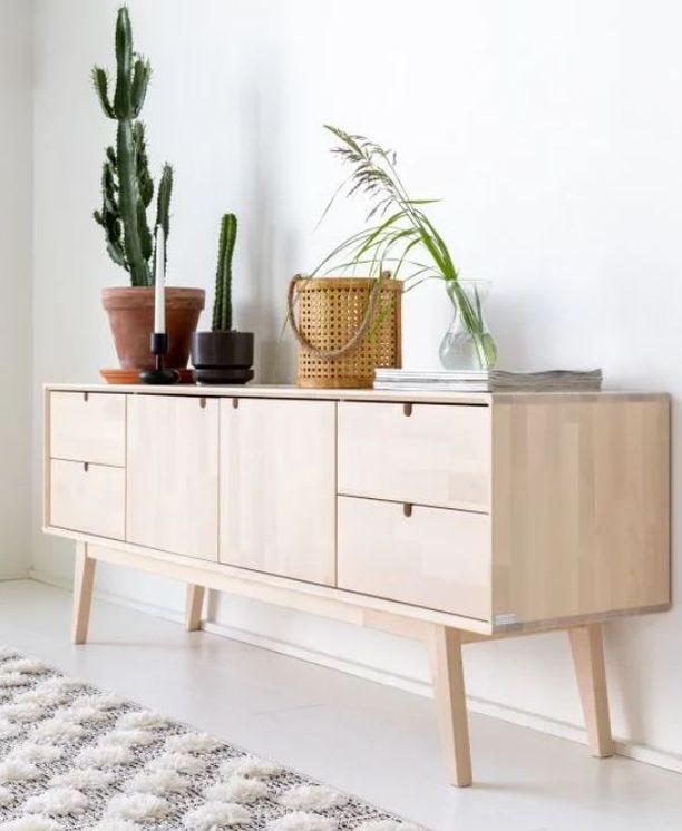 Kotimainen Notte tv-taso tuo kotiin puun trendikkyyttä sekä 50-luvun huonekaluille ominaista muotoilua. Tuote on valmistettu massiivikoivusta Kiteen huonekalutehtaalla ja se toimitetaan valmiiksi kasattuna, jalkaosa irrallaan. Tv-taso Veke.fi. Alkuperäinen hinta: 769, Tarjoushinta: 538,30,