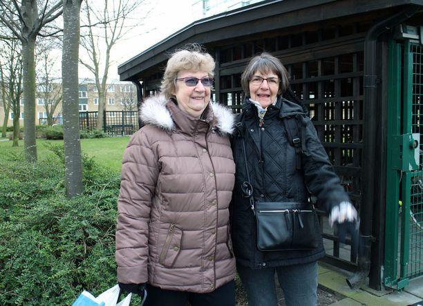 Desiré ja Britt-Marie toivoisivat, että poliisi näyttäytyisi Rosengårdissa useammin.