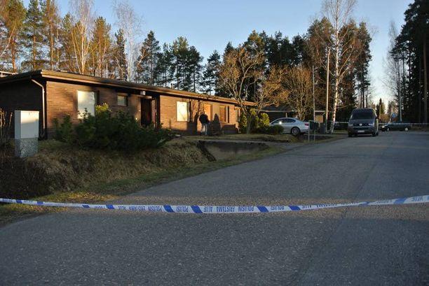 Käräjäoikeus vangitsi torstaina 15-vuotiaan tytön samanikäisen koulukaverinsa taposta epäiltynä.
