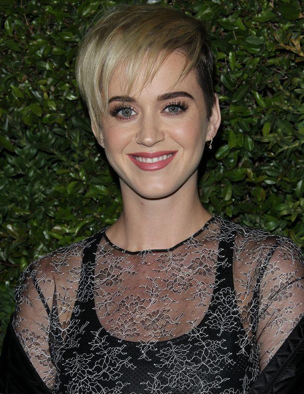 Katy Perry juhli hyväntuulisena.