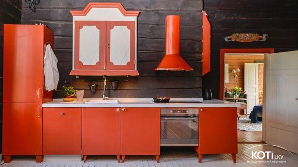 Persoonallinen keittiö henkii vanhaa aikaa, mutta kaikki keittiön laitteet ovat nykyaikaisia.