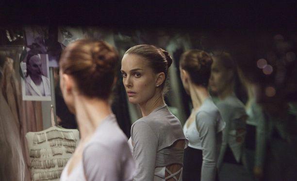 Natalie Portman näyttelee pääosaa Black Swan -elokuvassa.