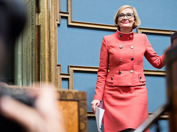 Uudistustyöryhmää johtava eduskunnan puhemies Paula Risikko (kok) toivoo parannuksia muun muassa jokavuotiseen budjettikäsittelyyn.