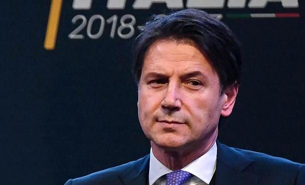 Giuseppe Conte ei ole itse kommentoinut julki tulleita epäselvyyksiä hänen ansioluettelossaan millään tavalla.