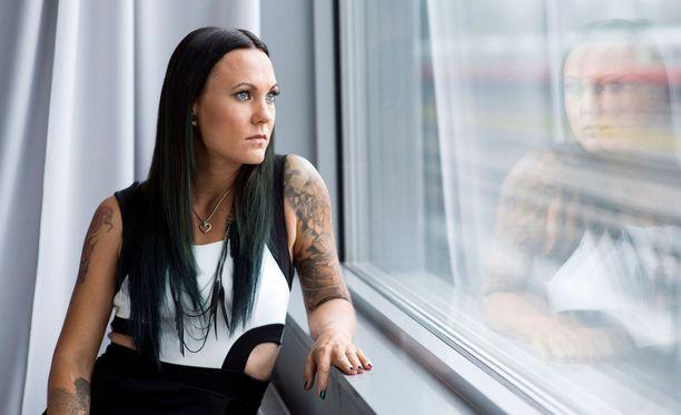 Pitkän uran muusikkona tehnyt Mira Luoti ei ole aiemmin puhunut aiheesta haastatteluissa.