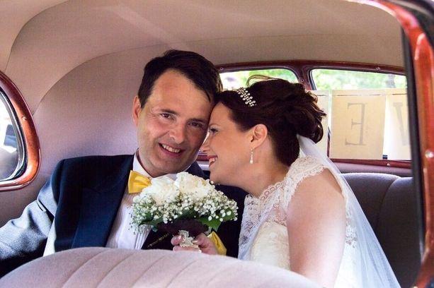 Isto ja Leena Hiltunen solmivat jo vuoden vaihteessa avioliiton, mutta kirkollinen siunas ja hääjuhla koittivat heinäkuun ensimmäisenä viikonloppuna.