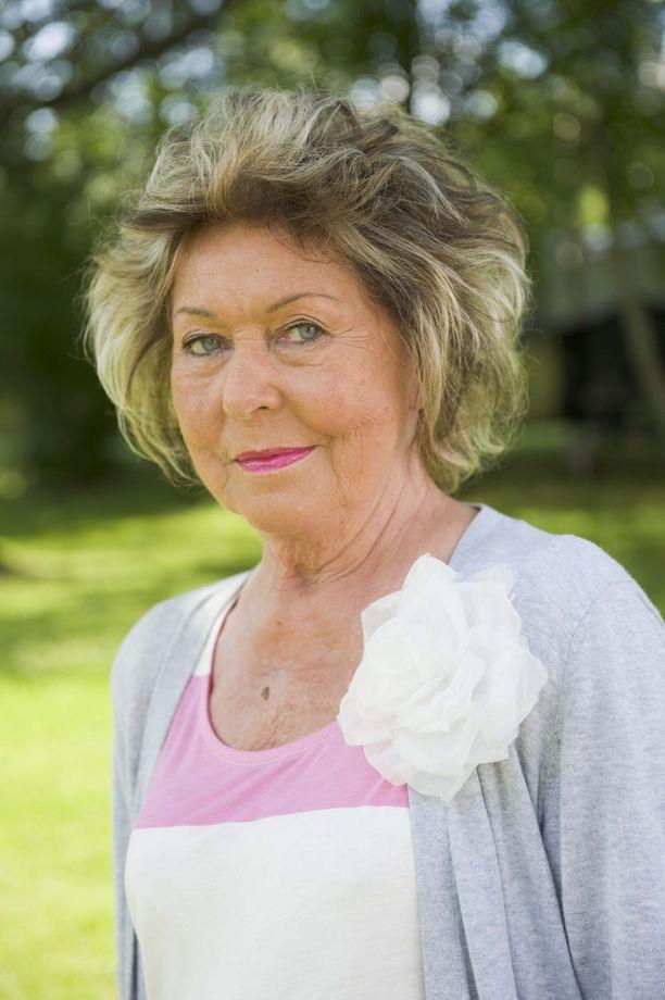 Laila Halme kertoo kannattavansa eutanasiaa.