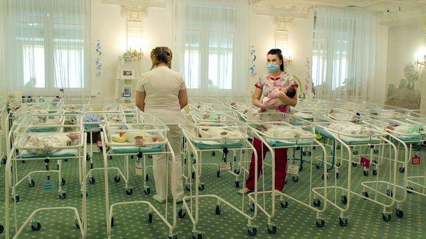 Noin 70 vauvaa jäi odottamaan viime keväänä vanhempiaan Ukrainaan.