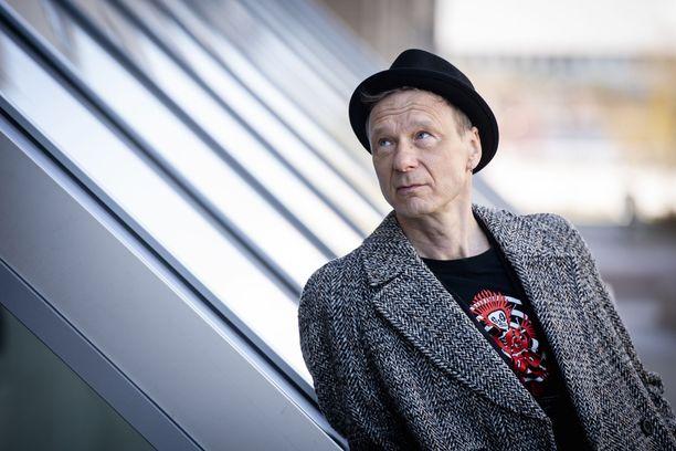 Ismo Alanko tiesi jo nuorena, että hän haluaa tehdä laulunsa suomeksi.