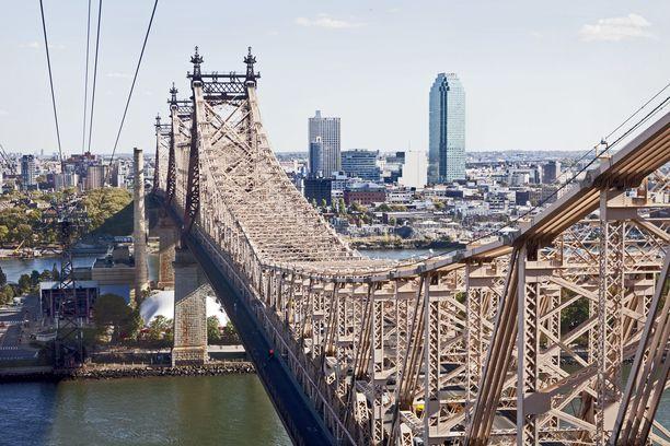 Katseet ovat nyt Yhdysvalloissa: kantaako kuluttajien usko yli hidastuvan talouskasvun? Kuva vaijerihissistä New Yorkin Manhattanilta Rooseveltin saarelle.