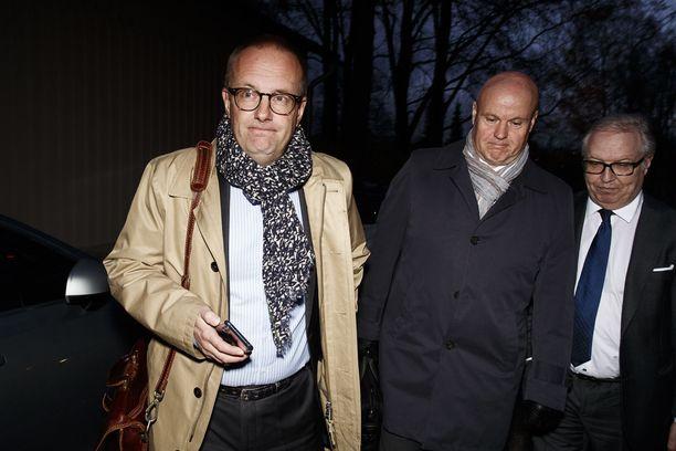 SAK:n puheenjohtaja Jarkko Eloranta, toimihenkilökeskusjärjestö STTK:n puheenjohtaja Antti Palola ja Akavan puheenjohtaja Sture Fjäder poistumassa pääministerin virka-asunnolta Kesärannasta.