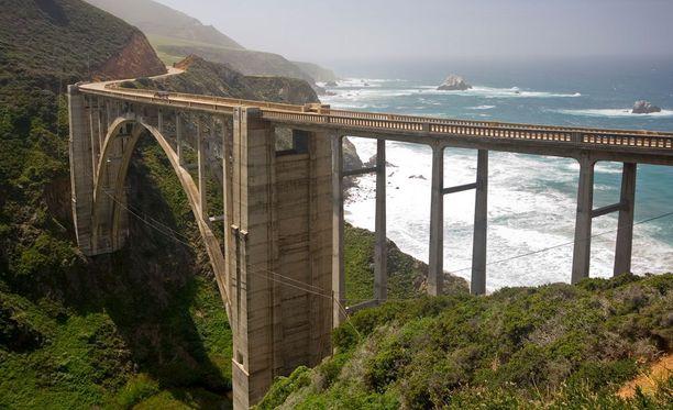 Bixby-silta on lähes sata metriä korkea.