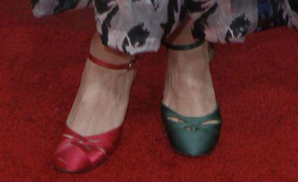 Kengät olivat paitsi eriväriset, myös hieman erilaista mallia.