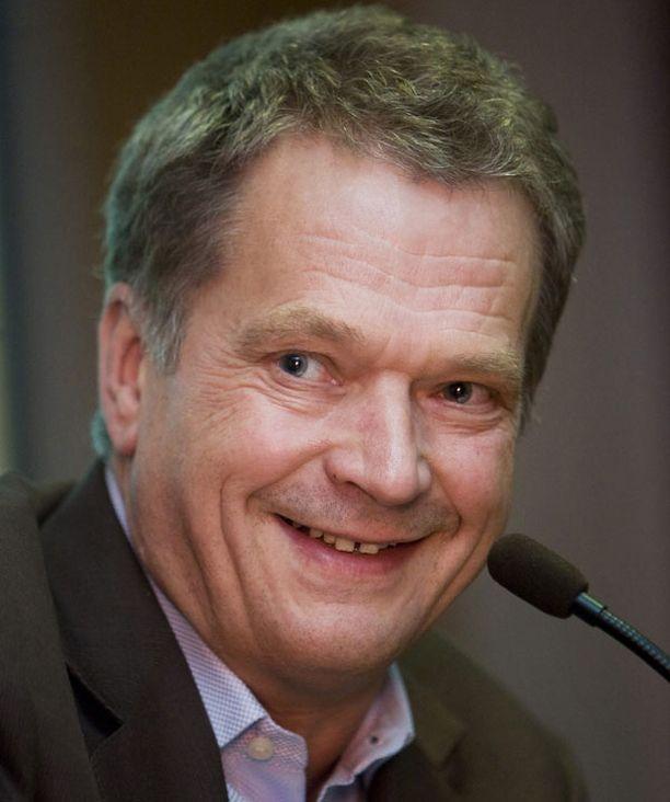 Sauli Niinistö sai Tampereen yliopiston kunniatohtorin tittelin.