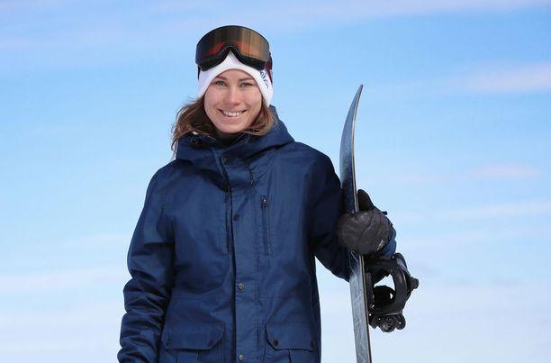 Lumilautailija Enni Rukajärvi hakee menestystä big airissa ja slopestylessä.