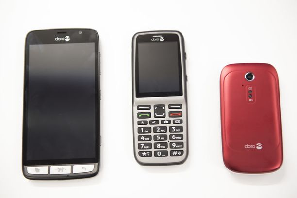 Älypuhelin Doro Liberto 825, peruspuhelin Doro 530X sekä simpukkapuhelin Doro 6521.
