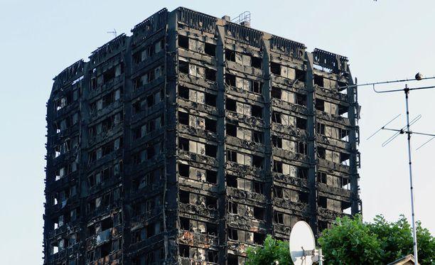 Lontoon Grenfell Towerin tulipalon kuolonuhrien määrä on BBC:n mukaan jälleen noussut.