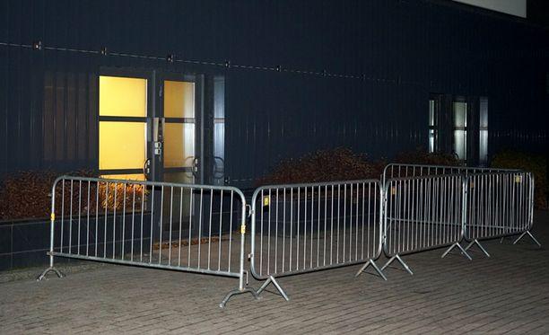 Epäiltyä ebolatartunnan saanutta potilasta hoidetaan Meilahden sairaalassa Helsingissä.