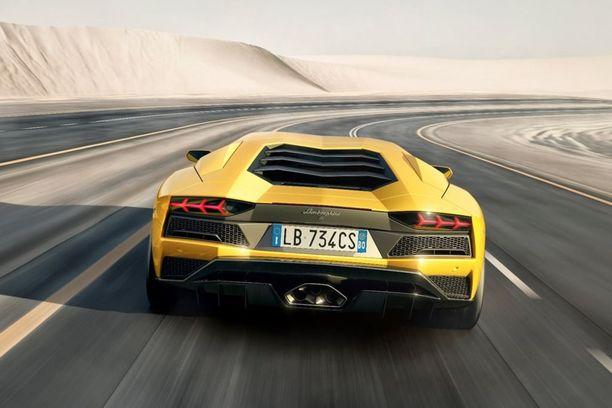 Useimmat muut autot katselevat tämän Lambon perävaloja.