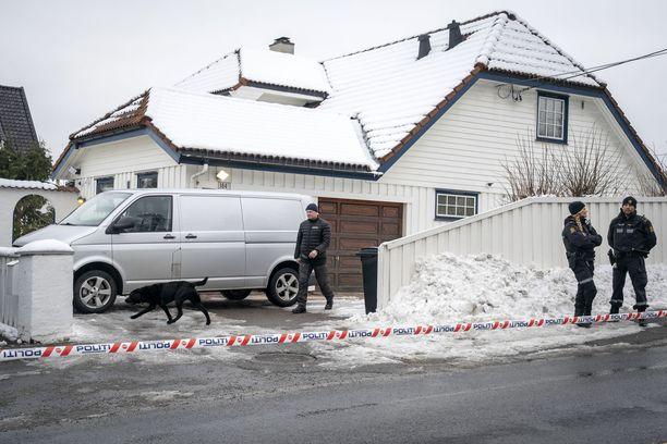 Oikeusministeri Tor Mikkel Waran kotiin kohdistuneiden hyökkäysten takana olikin oma avovaimo.