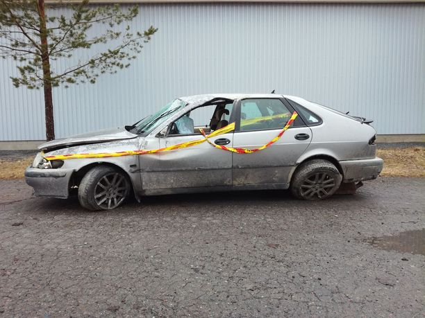 Poliisi ajoi huhtikuussa rattijuoppoa takaa Ypäjällä. Hurja takaa-ajo päättyi poliisia paenneen kuskin kolarointiin. Auto pyörähti katon kautta ympäri.