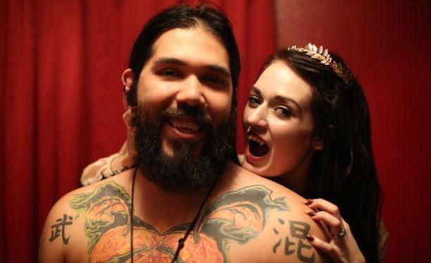 Lea ja Tim nauttivat toistensa veren imemisestä.