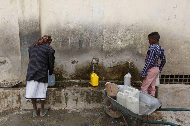 Puhtaasta vedestä on maailmanlaajuisesti pulaa, ilmenee UNICEFin tuoreesta raportista. Kuvituskuva.