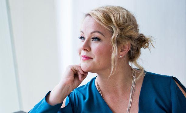 Heidi Pakarinen erosi vuoden kihlauksen jälkeen.