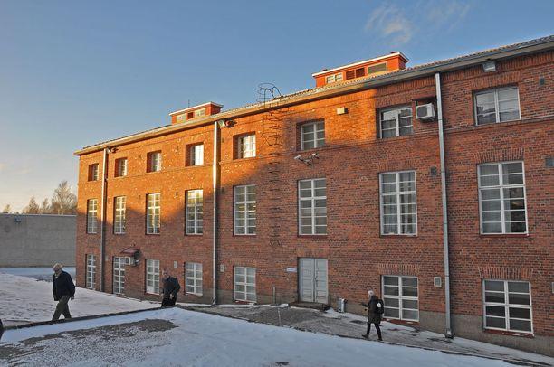 Vankilan punatiilisessä rakennuksessa opiskellaan muun muassa autoalan perustutkintoa.