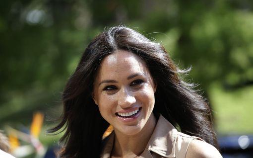 Herttuatar Meghanille seuraavaksi oma meikkisarja? Yhteys kosmetiikkajätin perustajaan paljastui