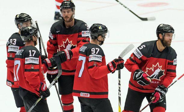 Kanadan joukkue on pullollaan NHL-pelaajia. Toistaiseksi heitä on ryhmässä 21 kenttäpelaajaa ja kaksi maalivahtia.