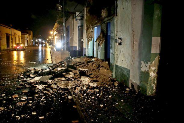 Pahimmat tuhot osuivat Meksikon Oaxacaan, missä talojen seinät sortuivat järistyksen takia.