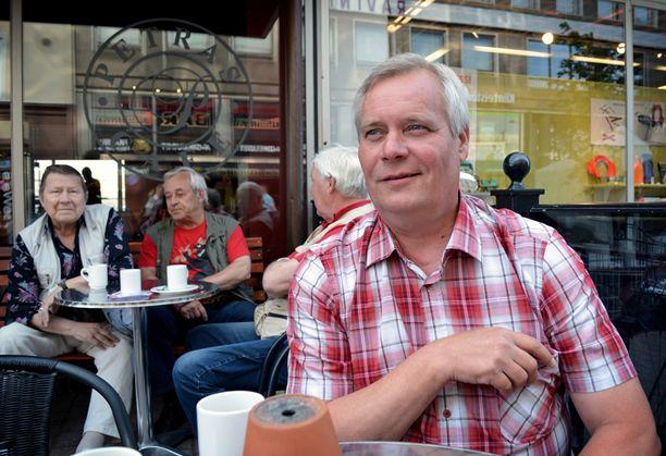 SDP:n puheenjohtaja Antti Rinne ihmetteli aamukahvilla Porissa keskiviikkoaamuna perussuomalaisten puheenjohtajan, ulkoministeri Timo Soinin toimintaa.