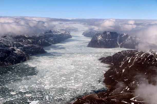 IPCC:n uusin raportti tarkastelee muun muassa maailman valtamerten ja kryosfäärin havaittuja ja ennustettuja muutoksia. Kryosfäärillä tarkoitetaan maapallon lumen ja jään peittämiä alueita. Kuva eteläisestä Grönlannista.