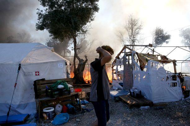 Morian pakolaisleirin tulipalo ajoi lähes 13 000 turvapaikanhakijaa taivasalle.