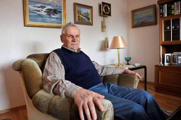 PITKÄ KOMENNUS Lars Ahlskog saapui Saudi-Arabiaan töihin 1977. Suomeen hän palasi eläkkeelle 2004. – Olin Saudeissa yli 20 vuotta. Turvallinen ja hyvä maa. Olin myös Irakissa, Jemenissä, Japanissa ja Etelä-Koreassa.