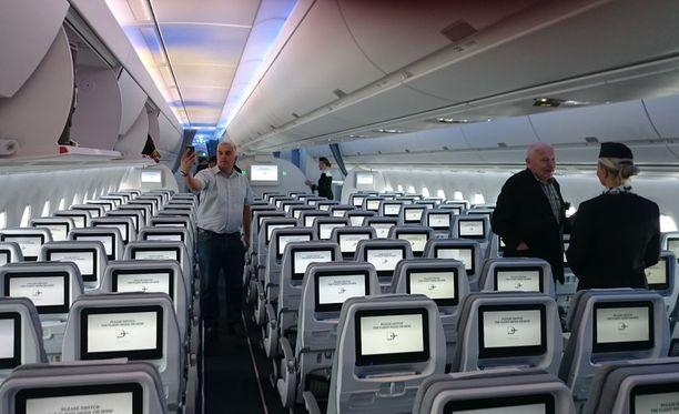 Finnair palkkaa jälleen lisää henkilökuntaa.