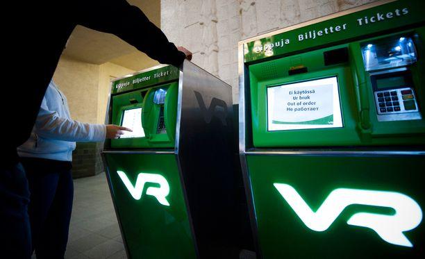 Lukijat kritisoivat muun muassa VR:n kalliita lipunhintoja.