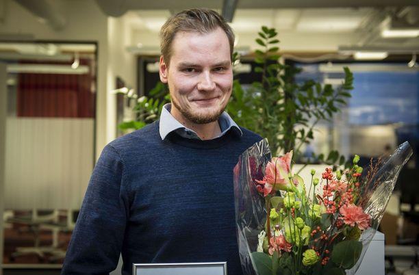 Solmu Salminen on Iltalehden vuoden journalisti. Hän toteaa koko toimituksen tehneen kovaa työtä koronapandemian aiheuttamana poikkeusvuonna.