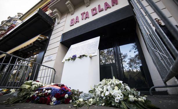 130 uhria sai surmansa Pariisin terrori-iskuissa marraskuussa 2015. Heistä 90 oli Bataclan-teatterissa.