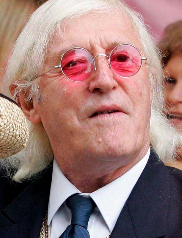 Savile kuoli 84-vuotiaana vuonna 2011. Hyväksikäyttöepäilyt tulivat julkisuuteen vasta hänen kuolemansa jälkeen.