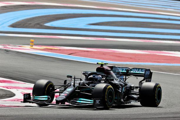 Valtteri Bottas sai väkevän alun GP-viikonlopulle.