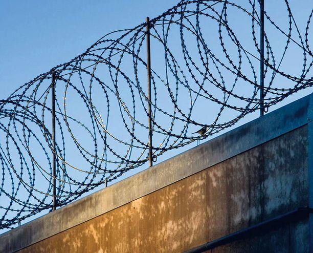 TURVATALO? Vantaan vankilaa otettiin käyttöön vuonna 2002. Sitä kehuttiin Suomen tarkimmin vartioiduksi ja pitävimmäksi vankilaksi.