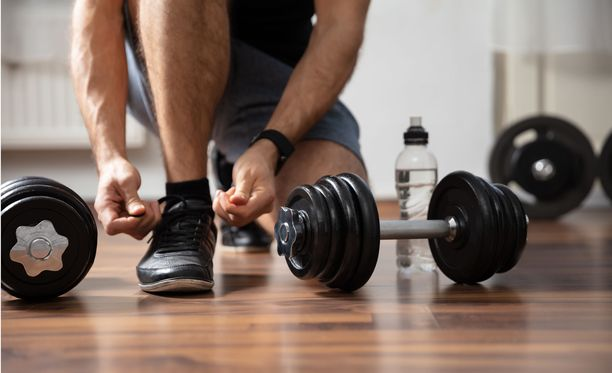Lihasvoimaharjoittelu vahvistaa merkittävästi lihaksia ja luustoa sekä vähentää kehon rasvakudoksen määrää.